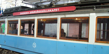 Bilden: Spårvagnen sedd från sidan med skylten Svenska Spårvägssällskapet
