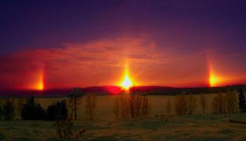 Halofenomen i Akkajaur utmed Pitälven i Arvidsjaurs kommun alldeles vid solnedgången.