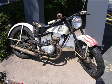 800px-Harley-Davidson_Hummer.jpg