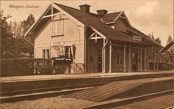 äldre vykort med Bångbro station