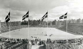 Fotboll vid Jernvallen. Foto: Elvert Erikssons historiska arkiv.