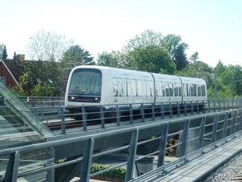 Metrotåg nära Flintholms station