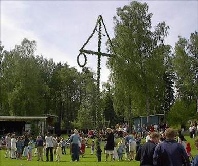 Källa: http://sv.wikipedia.org/wiki/Fil:Maypole_Sweden.jpg
