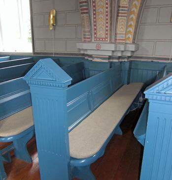 Nya bänkar i blå färg