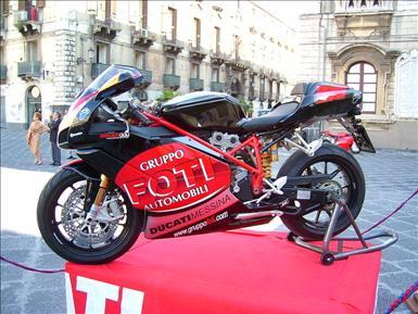 800px-Ducati_999_Foti_Group.jpg
