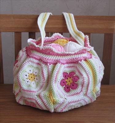 Bidrag 8 Virkad väska i vårfärger