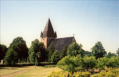Finström_church_exterior.jpg