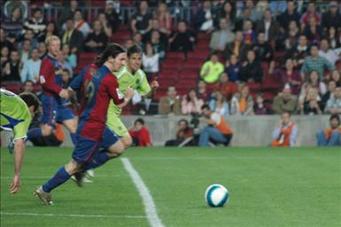 800px-Lionel_Messi_goal_19abr2007.jpg