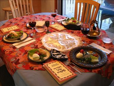 800px-A_Seder_table_setting.jpg